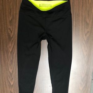 Victoria's Secret CAPRI KNOCKOUT LEGGINGS SIZE - M